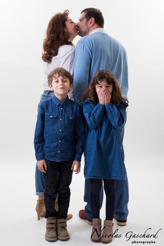 famille photographiée au studio